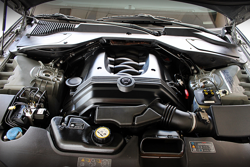 2005 JAGUAR XJ8 SEDAN - Engine - 185141