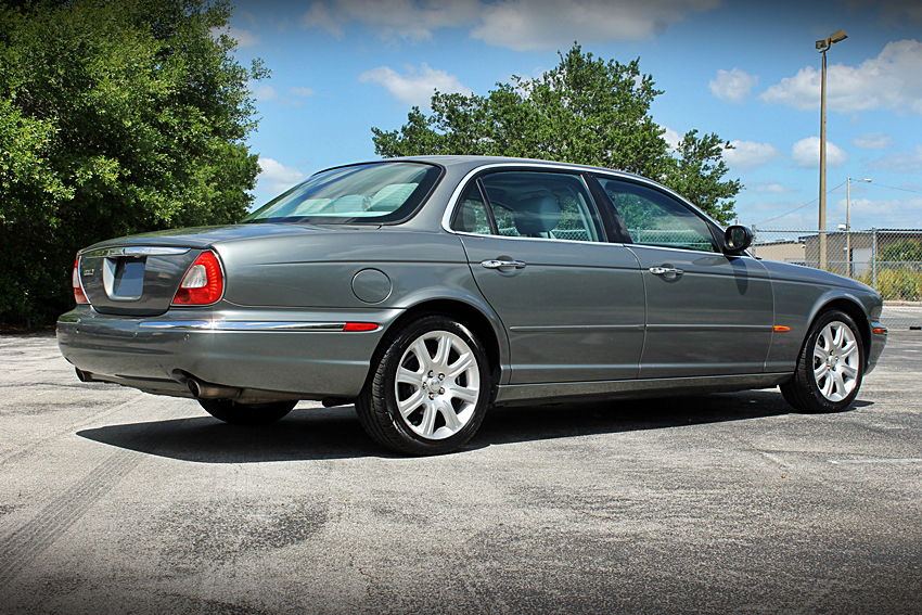2005 JAGUAR XJ8 SEDAN - Rear 3/4 - 185141