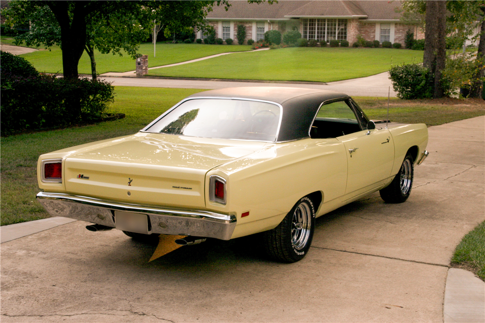 1969 PLYMOUTH ROAD RUNNER - Rear 3/4 - 185492
