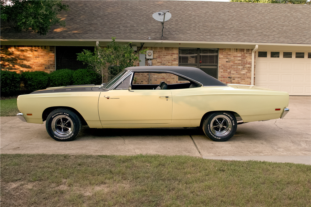 1969 PLYMOUTH ROAD RUNNER - Side Profile - 185492