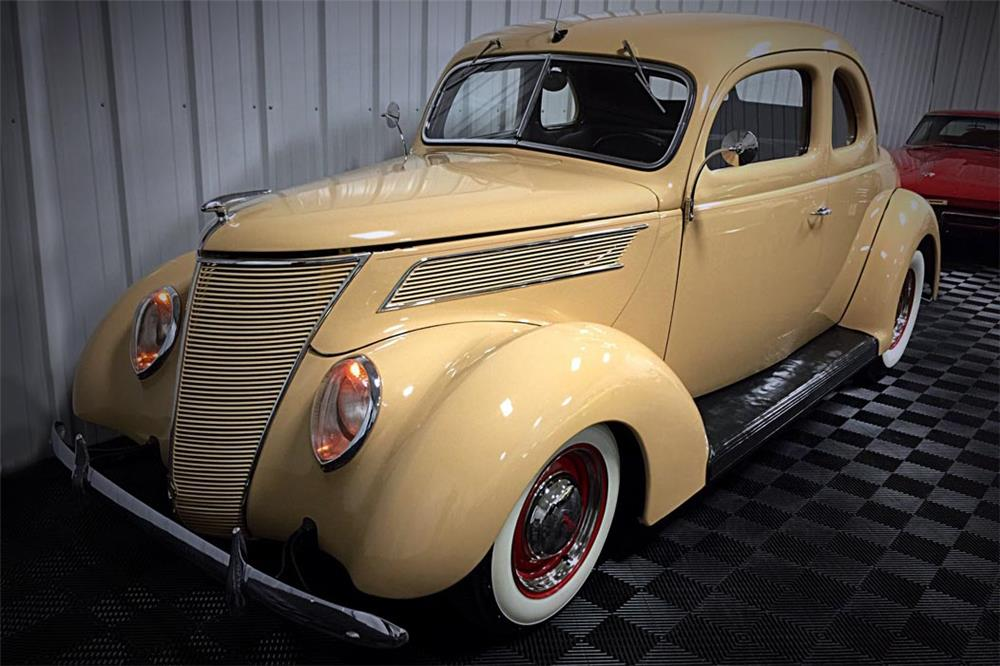 1937 FORD DELUXE CUSTOM COUPE - Front 3/4 - 185613