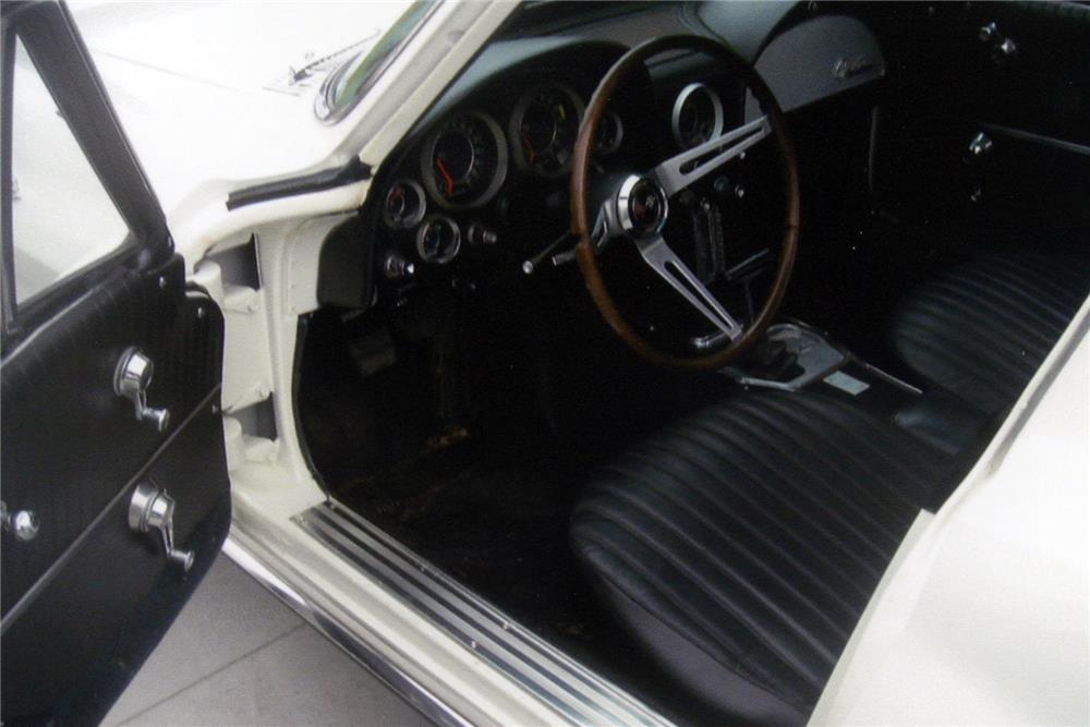 1964 CHEVROLET CORVETTE - Interior - 185637
