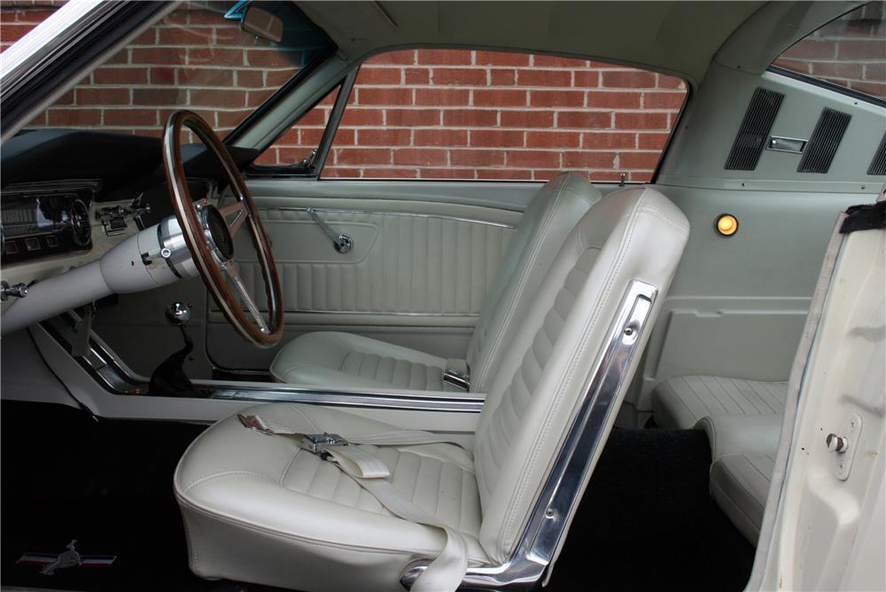 1965 FORD MUSTANG CUSTOM FASTBACK - Interior - 185661