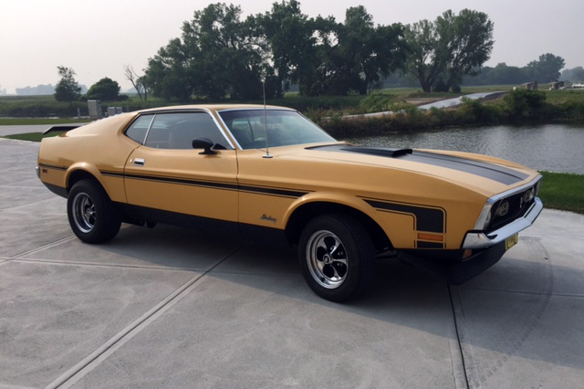 1972 FORD MUSTANG CUSTOM - Front 3/4 - 185716