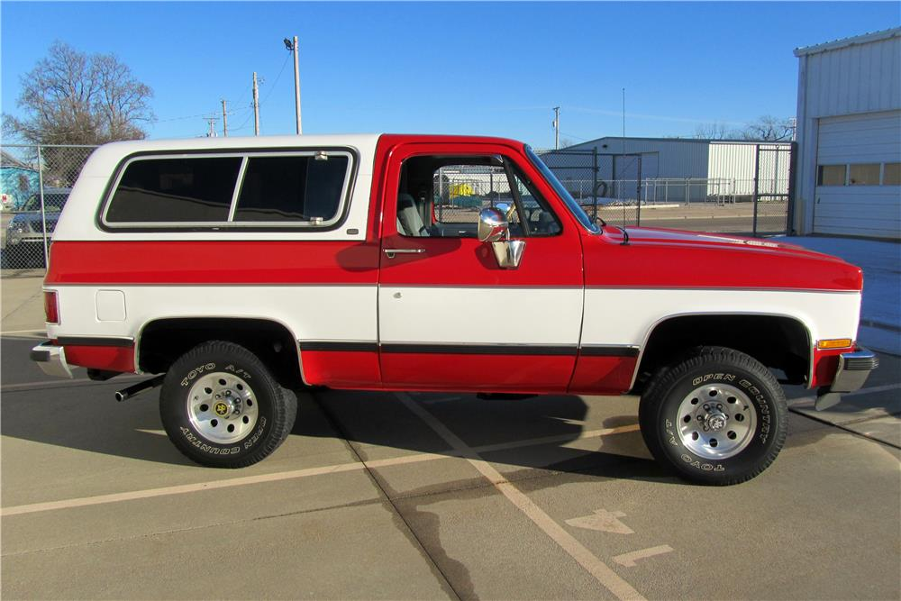 1990 CHEVROLET BLAZER 4X4 - Side Profile - 185750