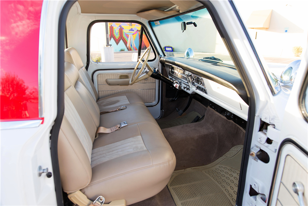 1970 FORD F-100 PICKUP - Interior - 185774