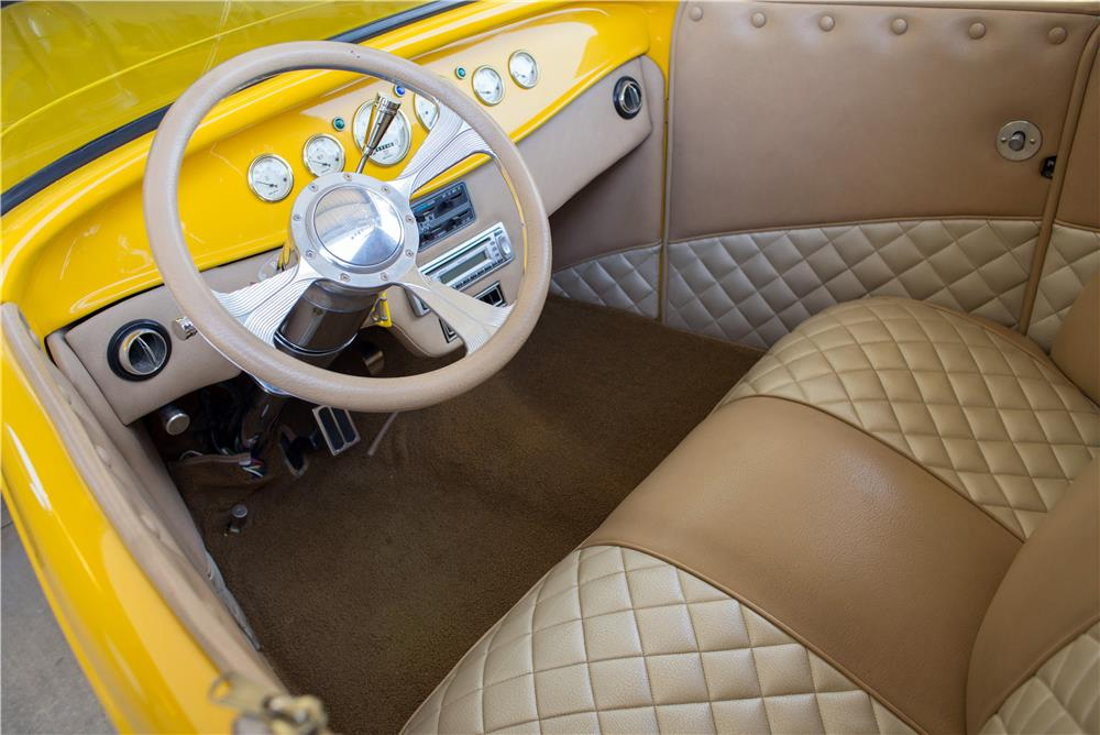1932 FORD HI-BOY CUSTOM ROADSTER - Interior - 185786