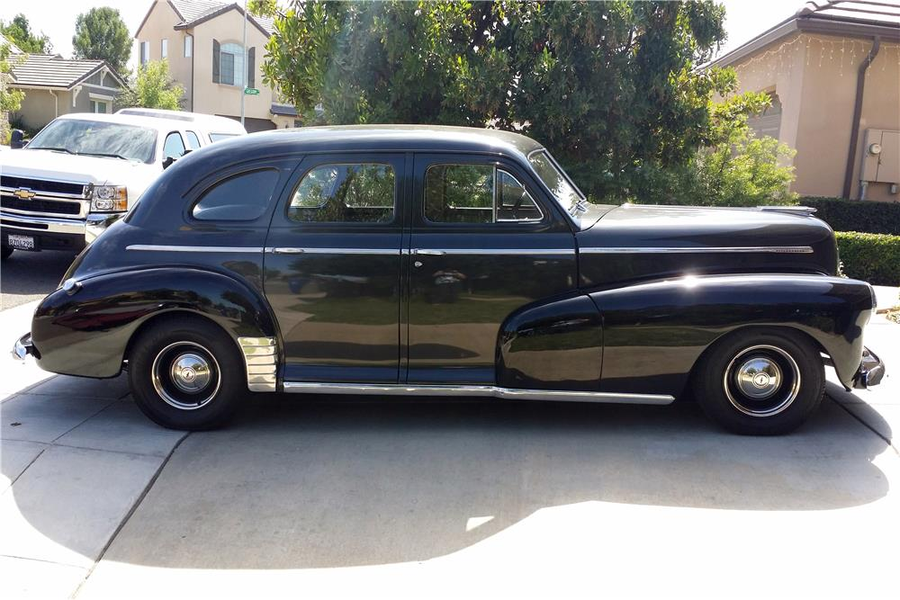 1946 CHEVROLET 4-DOOR SEDAN - Side Profile - 185819