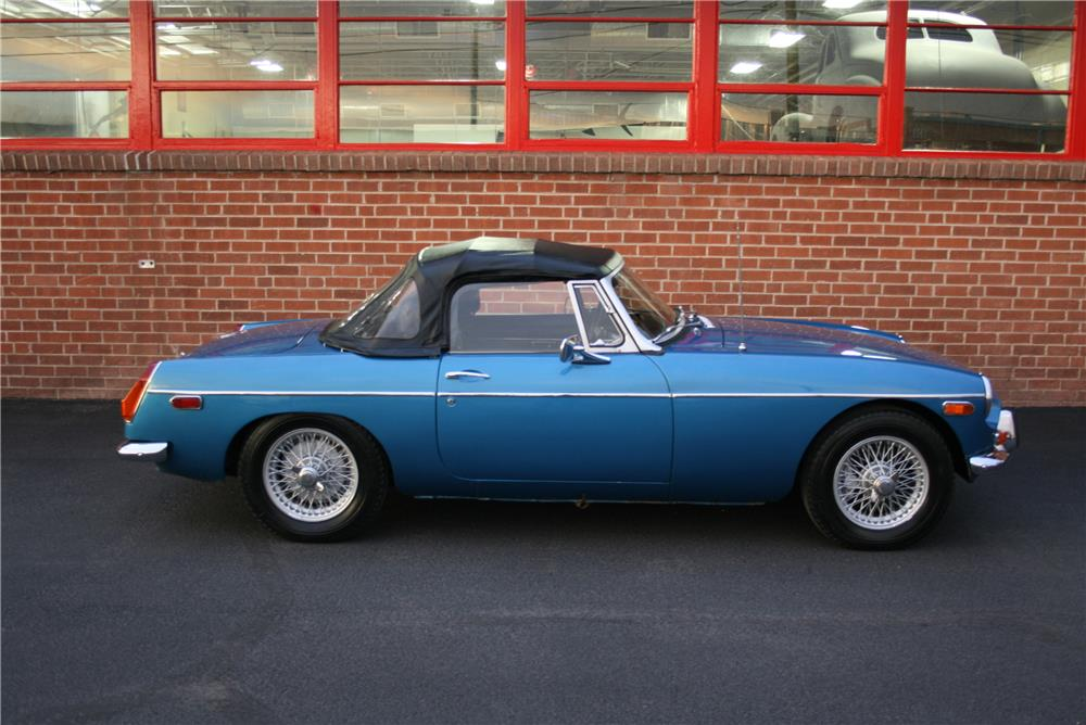 1973 MGB CONVERTIBLE - Side Profile - 185860