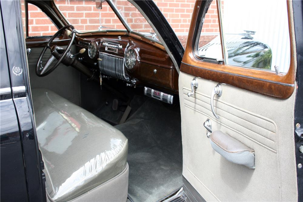 1942 CADILLAC SERIES 61 SEDAN - Interior - 185862