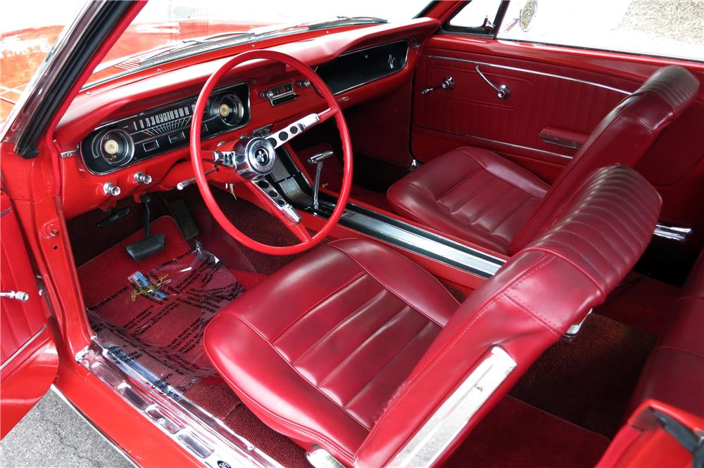 1965 FORD MUSTANG CONVERTIBLE - Interior - 185867