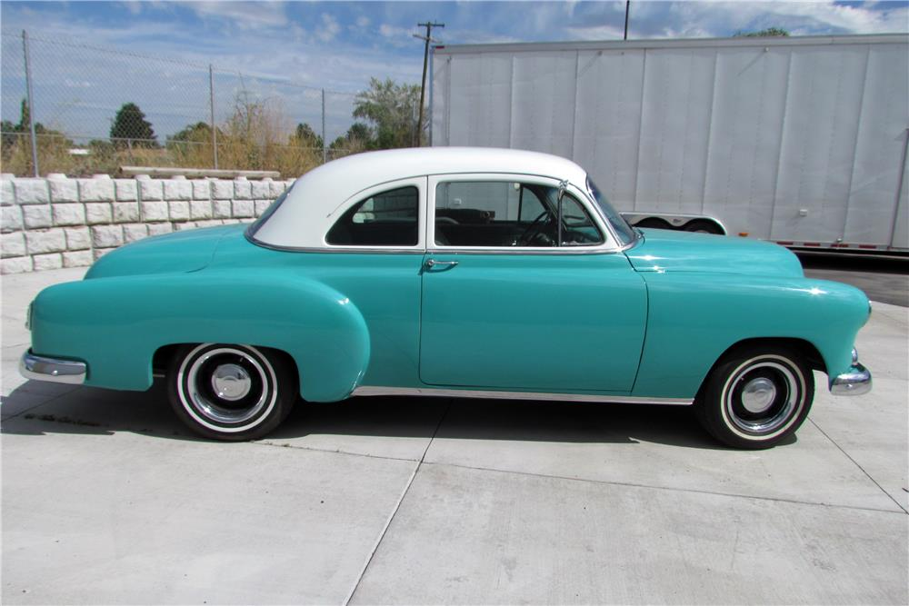 1951 CHEVROLET CUSTOM - Side Profile - 185870