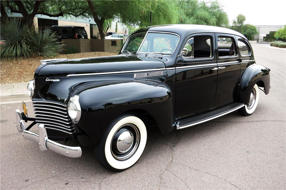 1940 CHRYSLER WINDSOR 4-DOOR - Front 3/4 - 185873