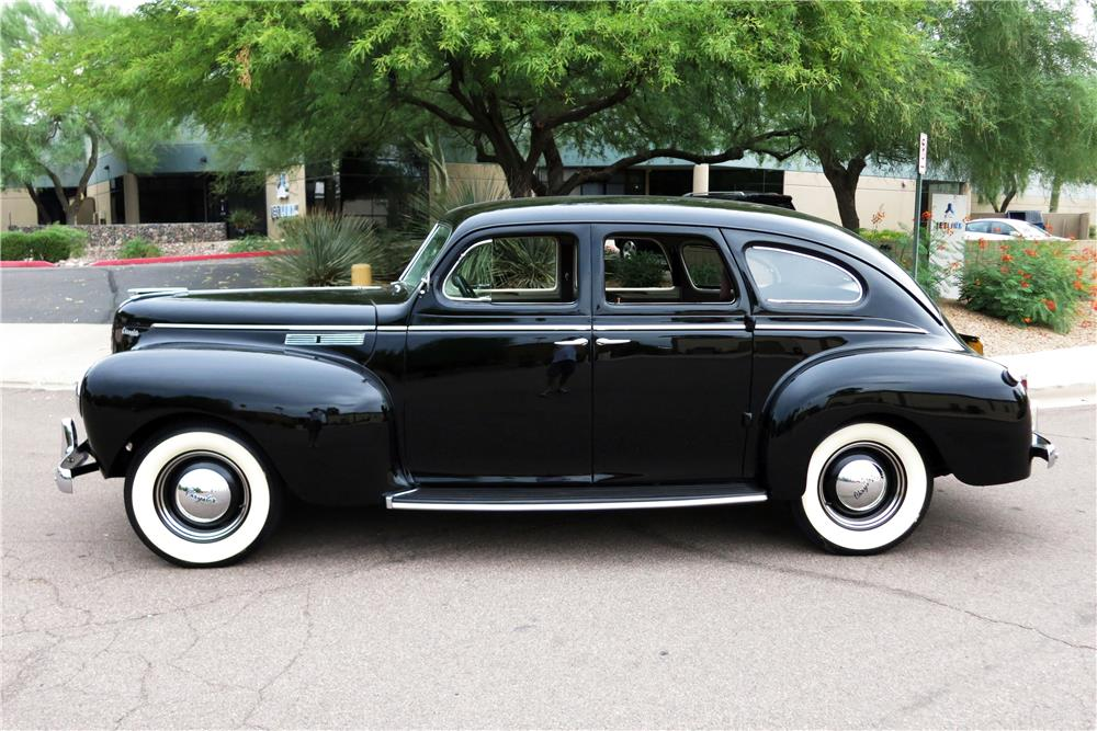 1940 CHRYSLER WINDSOR 4-DOOR - Side Profile - 185873