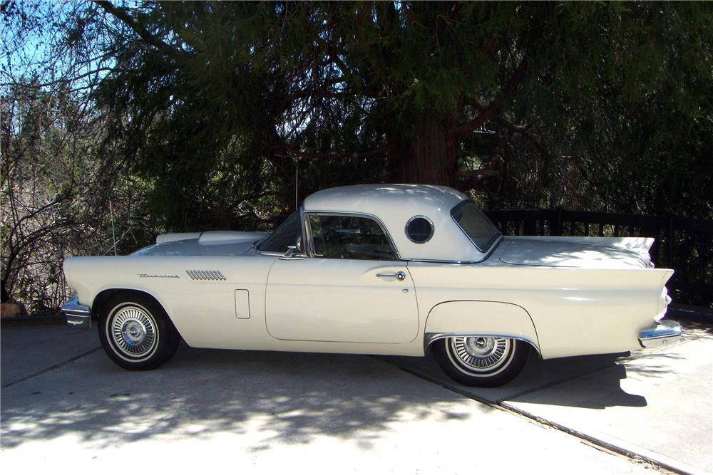 1957 FORD THUNDERBIRD CONVERTIBLE - Side Profile - 185884