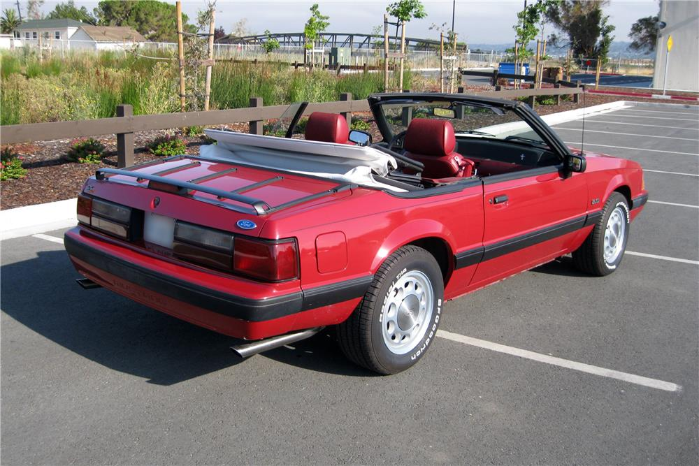 1989 FORD MUSTANG CONVERTIBLE - Rear 3/4 - 185889