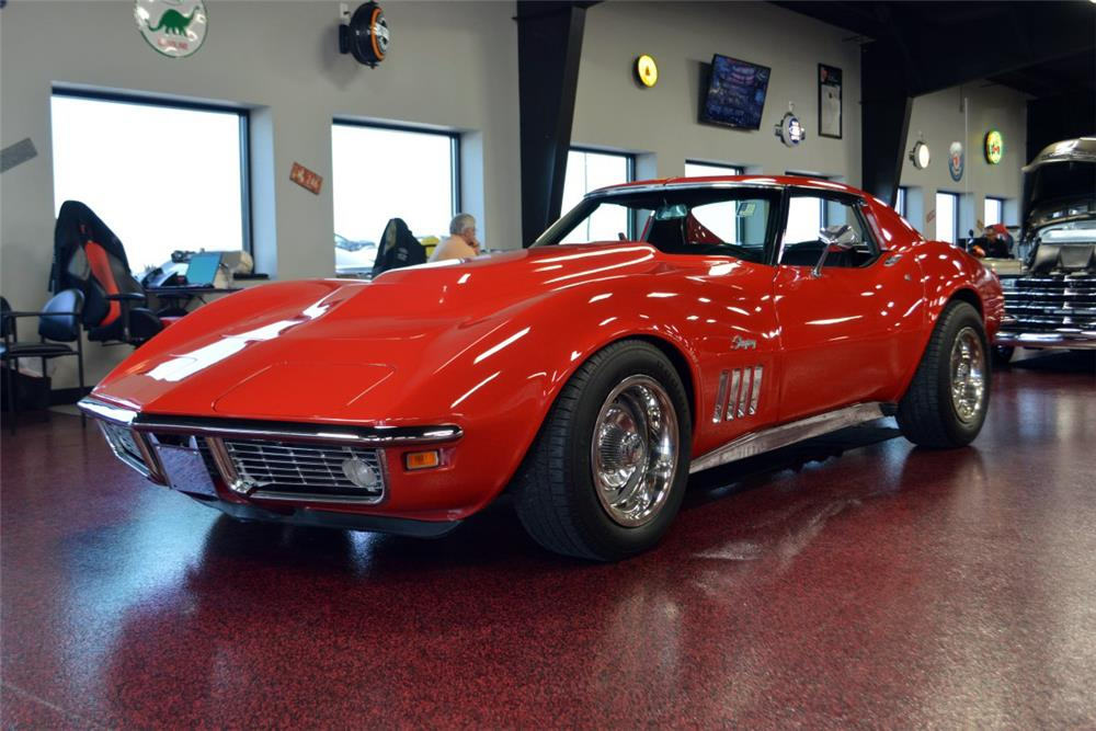 1969 CHEVROLET CORVETTE CUSTOM COUPE - Front 3/4 - 186012