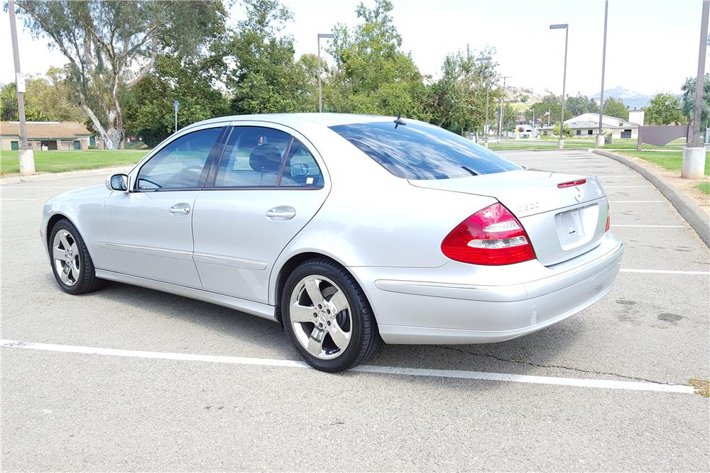 2004 mercedes benz e500 sedan 186845 for Mercedes benz financial contact number