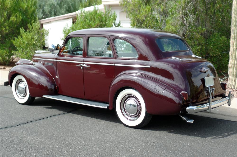 1939 BUICK SERIES 40 4-DOOR SEDAN - Rear 3/4 - 186876