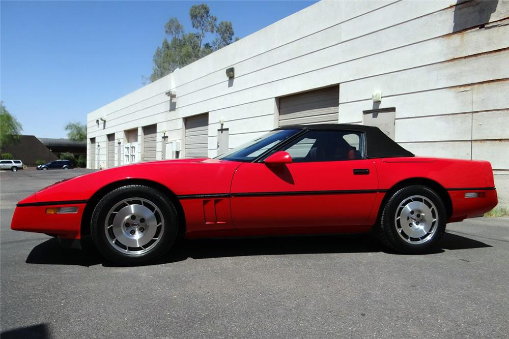 1986 CHEVROLET CORVETTE INDY PACE CAR CONVERTIBLE - Front 3/4 - 186997