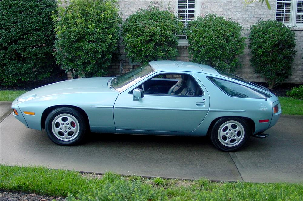 1982 PORSCHE 928 - Side Profile - 187011