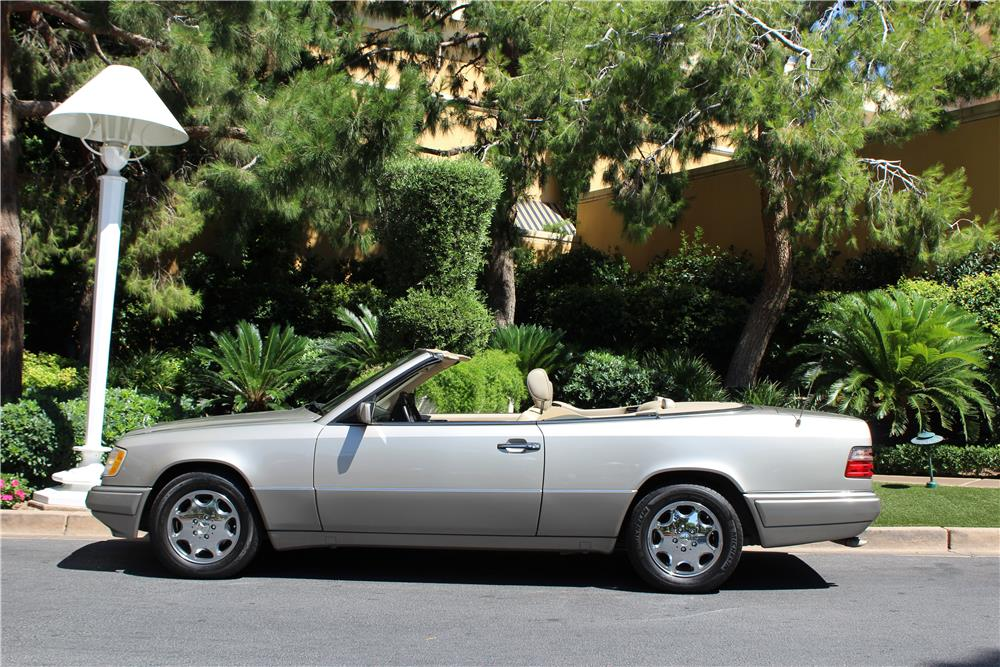 1994 MERCEDES-BENZ E320 CONVERTIBLE - Side Profile - 187091