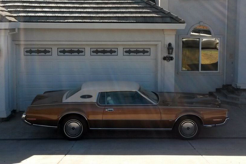 1972 LINCOLN CONTINENTAL MARK IV COUPE - Side Profile - 187098