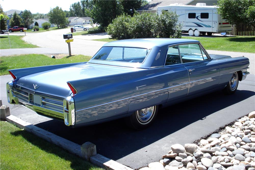 1963 CADILLAC SERIES 62 - Rear 3/4 - 187105