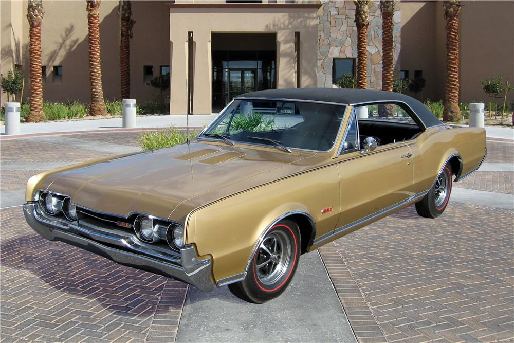1967 OLDSMOBILE 442 HOLIDAY - Front 3/4 - 187195
