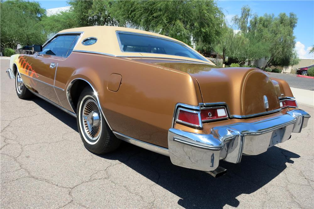 1974 LINCOLN CONTINENTAL MARK IV CUSTOM HARDTOP - Rear 3/4 - 187401