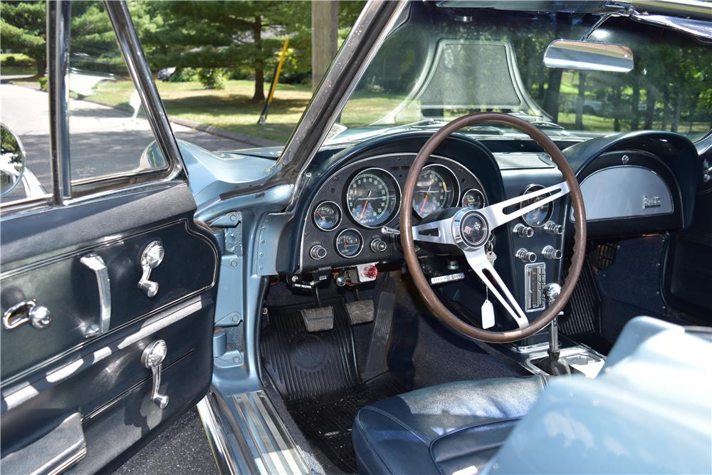 1966 CHEVROLET CORVETTE CONVERTIBLE - Interior - 187413
