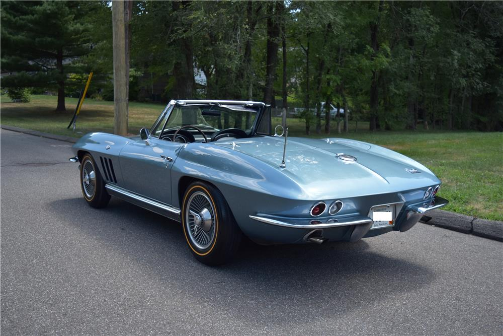 1966 CHEVROLET CORVETTE CONVERTIBLE - Rear 3/4 - 187413