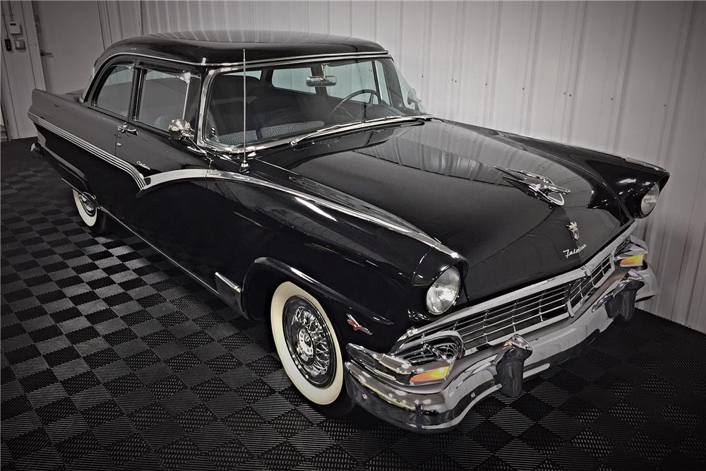 1956 FORD FAIRLANE CLUB SEDAN - Front 3/4 - 187424