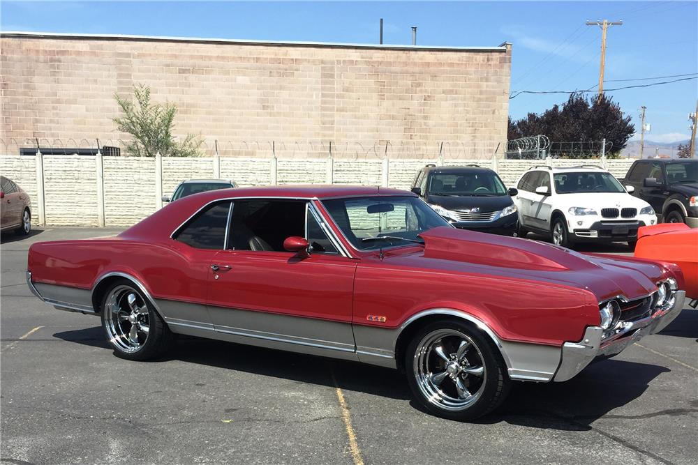 1967 OLDSMOBILE CUTLASS CUSTOM COUPE - Front 3/4 - 187493