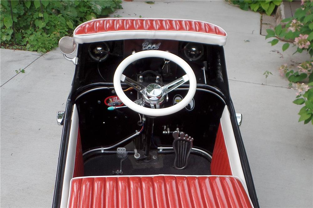 1953 SCOOT ABOUT GUM DROP  - Interior - 187583