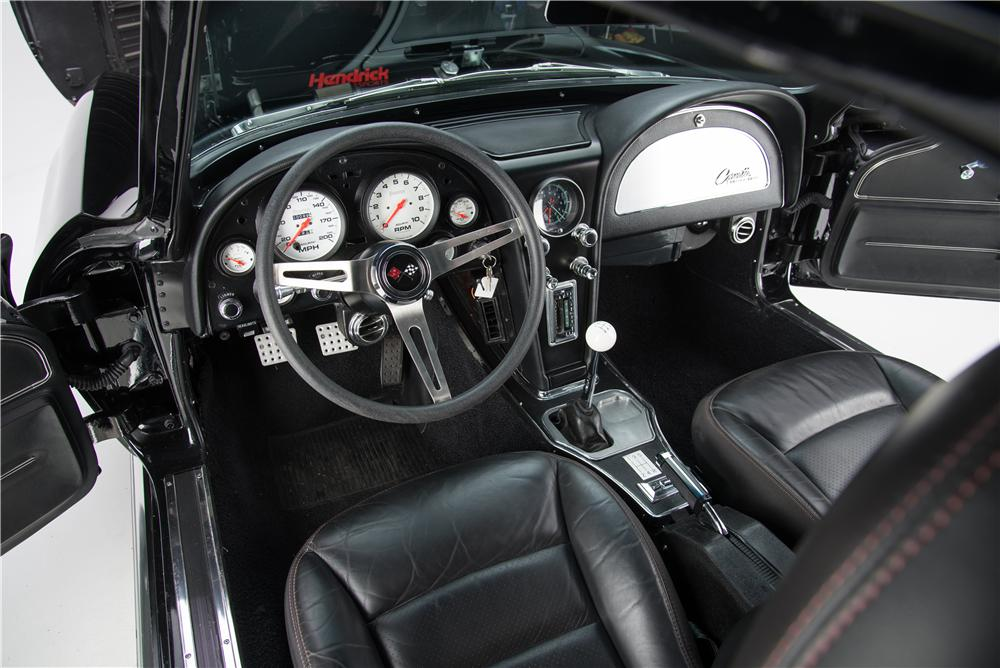 1967 CHEVROLET CORVETTE CUSTOM COUPE - Interior - 187837
