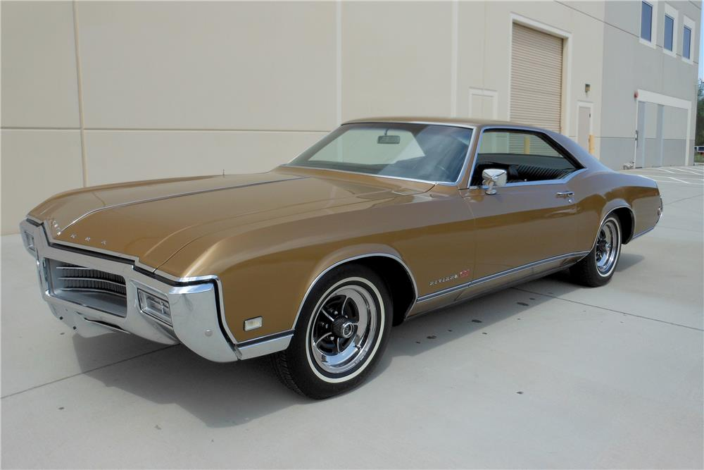 1969 BUICK RIVIERA GS HARDTOP - Front 3/4 - 188101