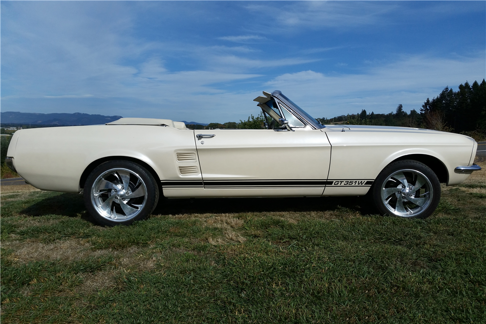 1967 FORD MUSTANG CUSTOM CONVERTIBLE - Front 3/4 - 188107