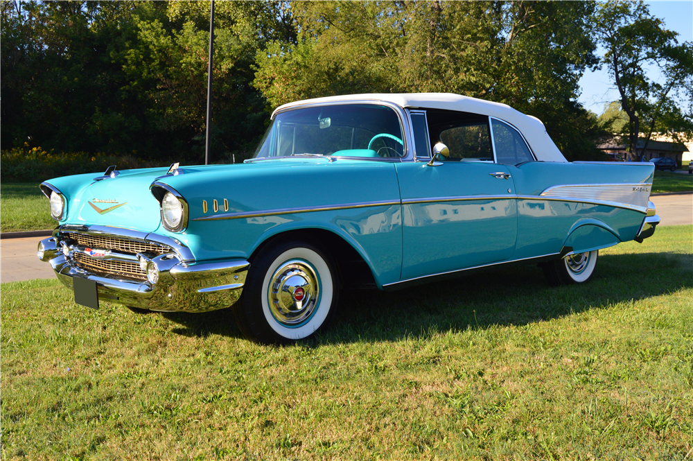 1957 CHEVROLET BEL AIR CONVERTIBLE - Front 3/4 - 188162