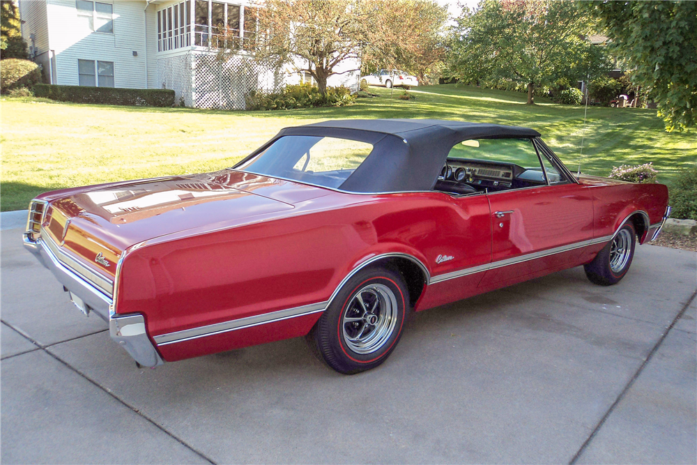 1966 OLDSMOBILE CUTLASS CONVERTIBLE - Rear 3/4 - 188510