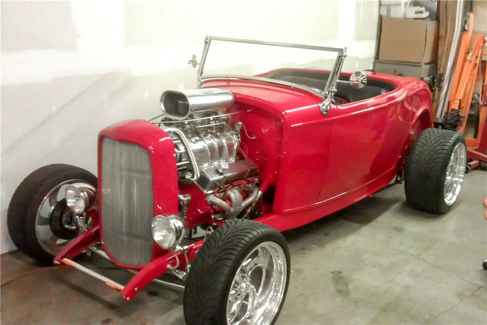 1932 FORD CUSTOM ROADSTER - Front 3/4 - 188522