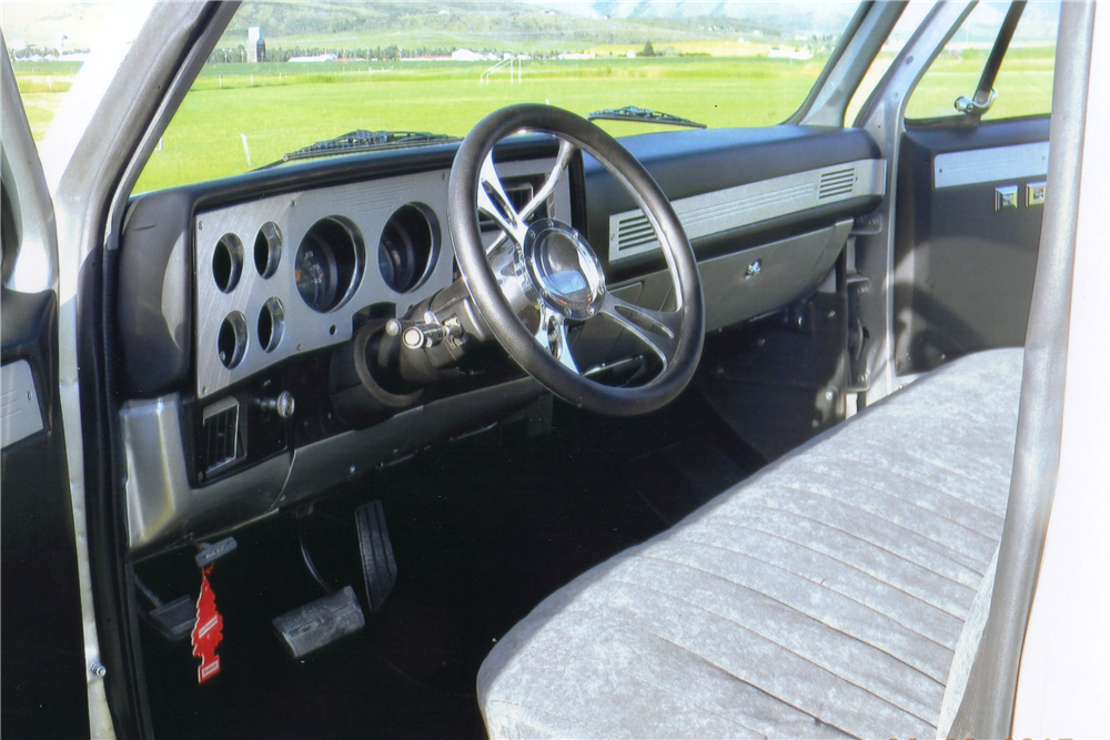 1984 CHEVROLET C-10 CUSTOM PICKUP - Interior - 188550