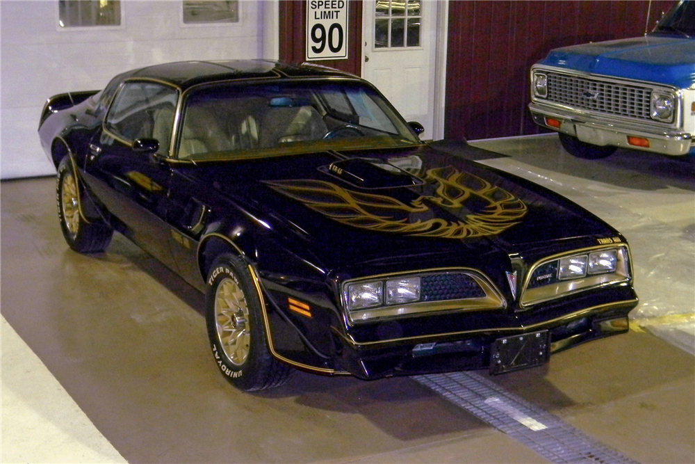 1977 PONTIAC FIREBIRD TRANS AM T-TOP - Front 3/4 - 188555