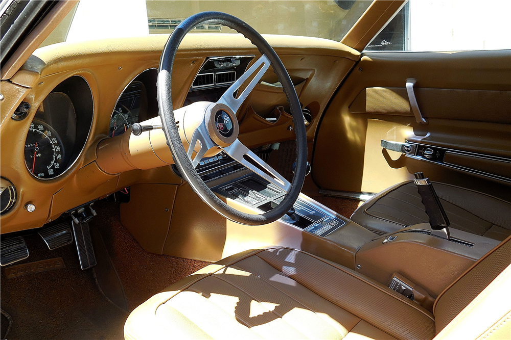 1969 CHEVROLET CORVETTE CONVERTIBLE - Interior - 188625