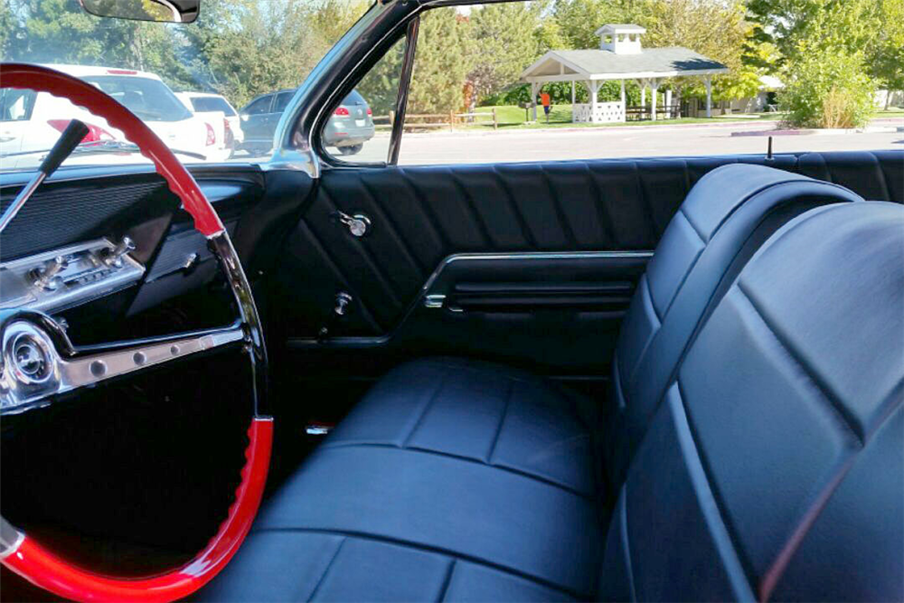 1962 CHEVROLET IMPALA CUSTOM COUPE - Interior - 188644