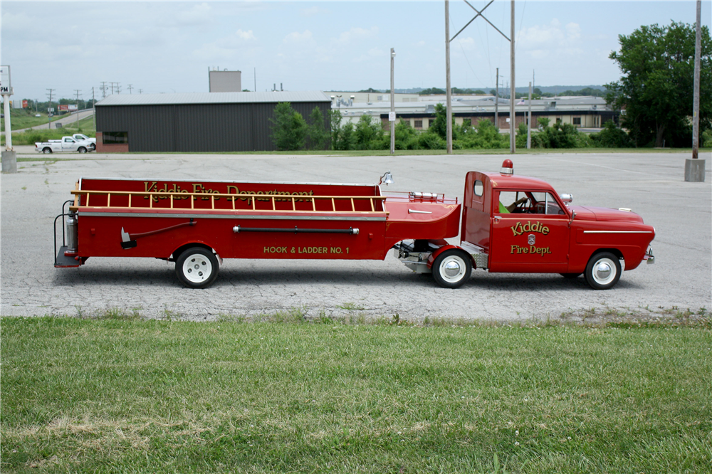 1952 CROSLEY CD KIDDEE HOOK & LADDER FIRE TRUCK - Side Profile - 188652