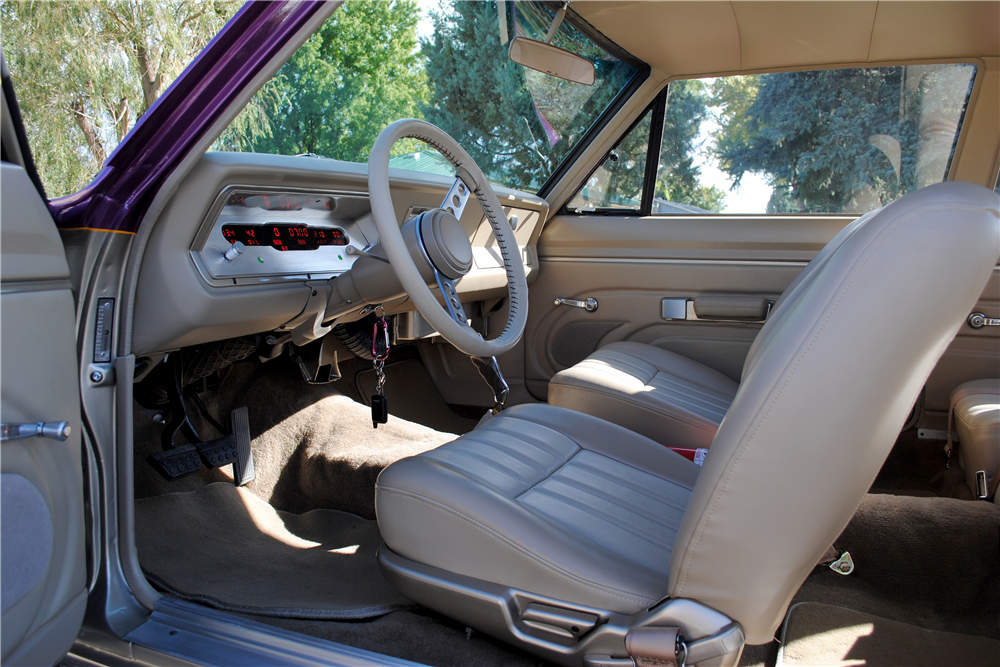 1967 PLYMOUTH VALIANT CUSTOM COUPE - Interior - 188683