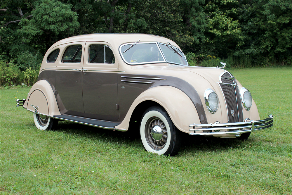 1935 DESOTO AIRFLOW 4-DOOR SEDAN - Front 3/4 - 188707