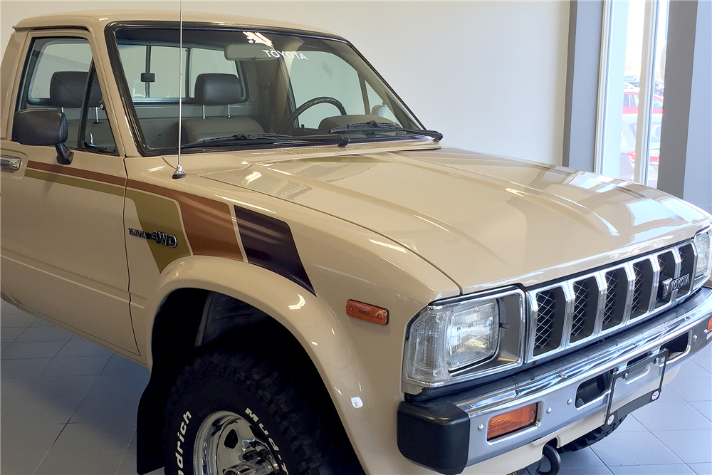 1982 TOYOTA 4X4 PICKUP - Front 3/4 - 188716