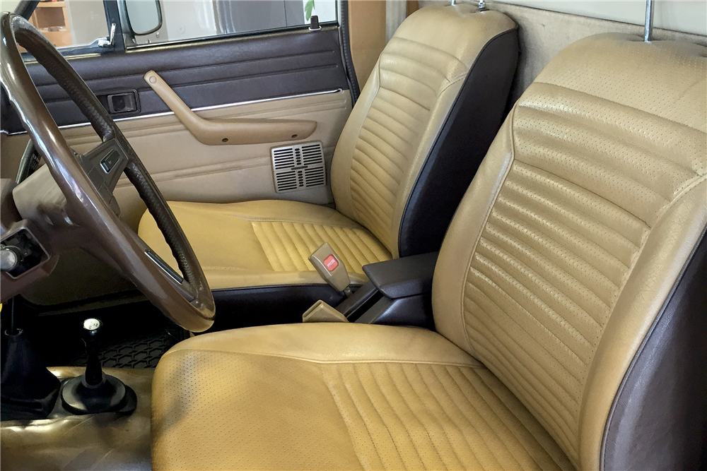 1982 TOYOTA 4X4 PICKUP - Interior - 188716